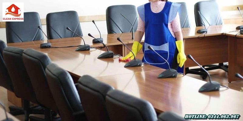 Dịch vụ vệ sinh ghế văn phòng chuyên nghiệp, giá rẻ